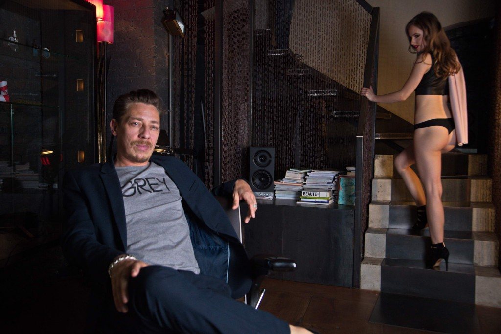 Etvas Magazin - Nora and Milton im Babour Shop Gregor Anthes